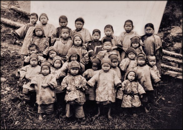 Kidnapped_Girls,_Foochow,_China_(1904)_Attribution_Unk_(RESTORED)_(4110877417)