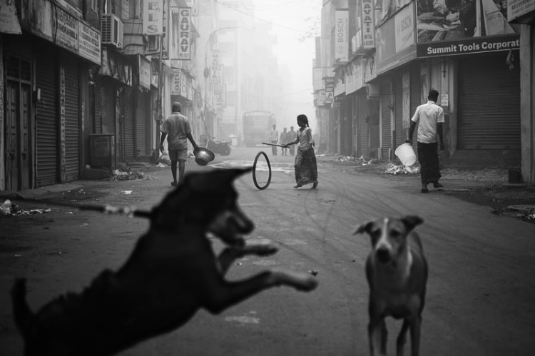 indian_street_photography_black_white_29.jpg